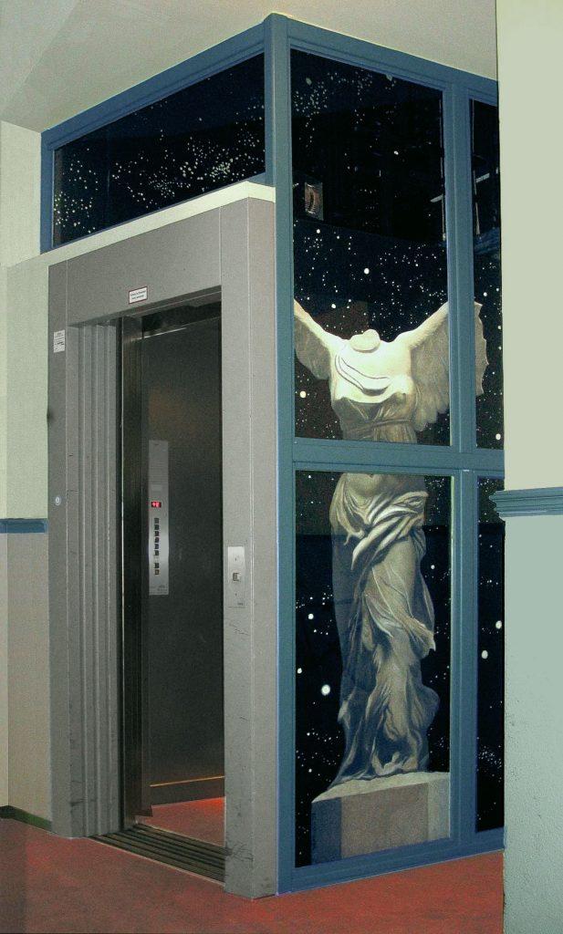 Wandmalerei im Liftschacht 1